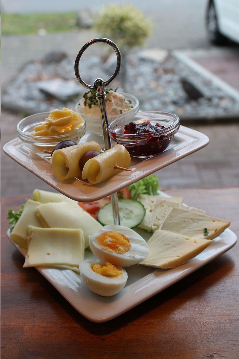 baeckerei-burger_kaeseteller-fruehstueck